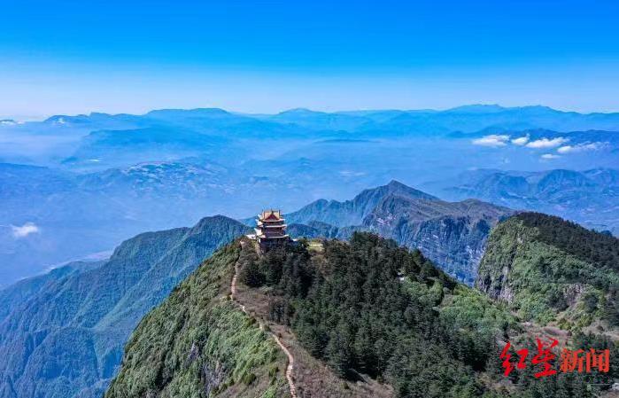 峨眉山最高峰万佛顶时隔15年重新开放:目前只能步行,暂不对60岁及以上老人开放