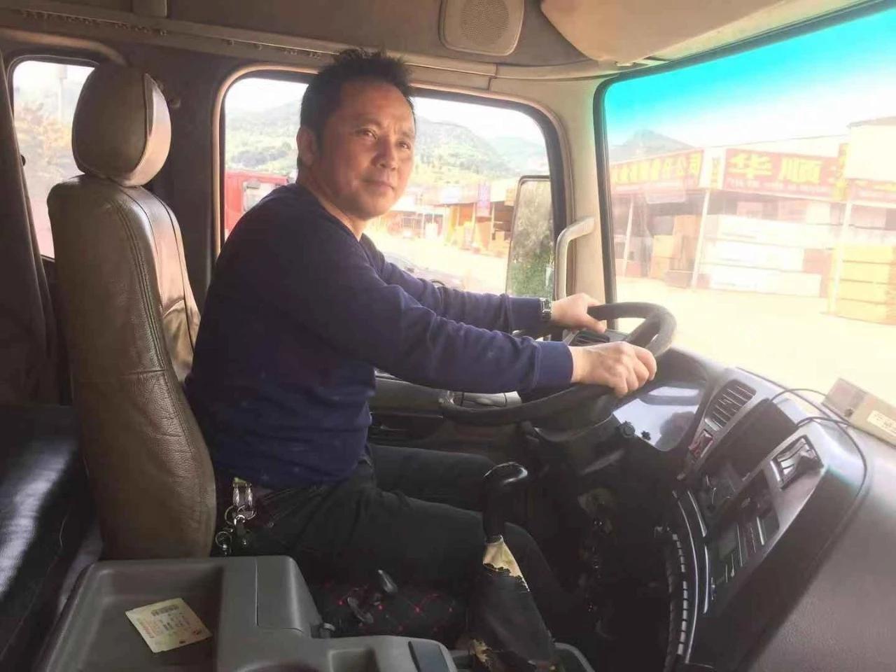 大卡车司机5年创作歌词300多首:妻子曾不理解和他吵架,写首歌把她感动