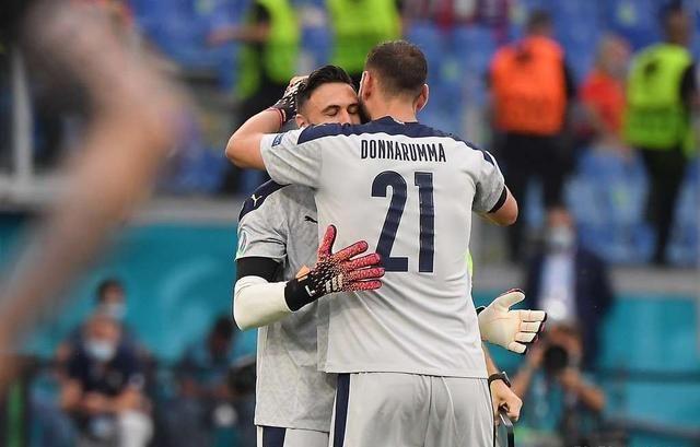 意大利夺冠,替补门将西里古有特殊贡献:收集家属助威视频把队友看哭了