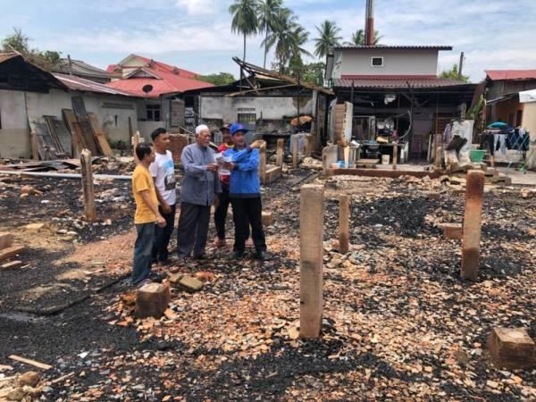 为看消防员灭火 马来西亚一对兄弟放火烧12所房子