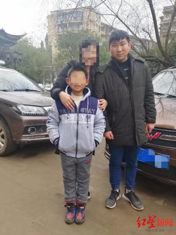 兄弟俩岷江边玩耍 9岁弟弟失足落水后获救,21岁哥哥下水救弟失踪生死不明